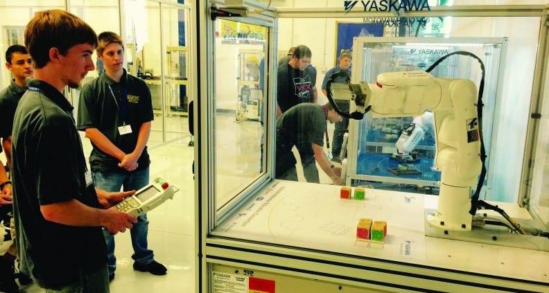 Students on Yasakawa Motoman